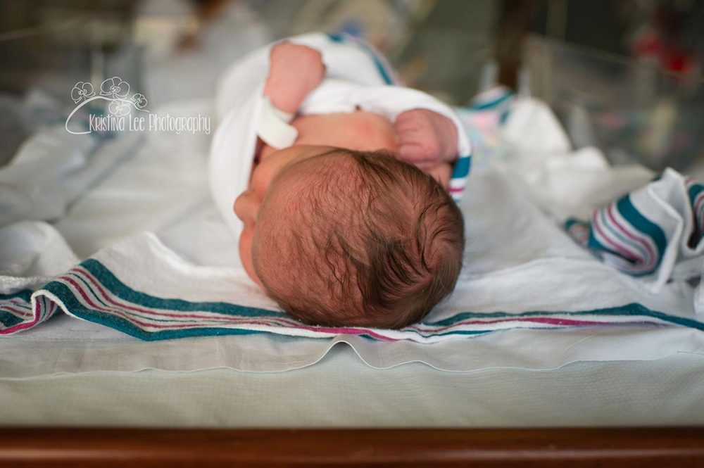 Hospital-4-first-48-forty-eight-hours-newborn-baby-portrait-photography-new-hudson-south-lyon-michigan